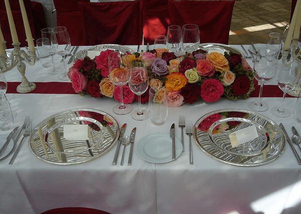 Beispiel: Tischdekoration mit Blumen, Foto: Die Alte Gärtnerei.