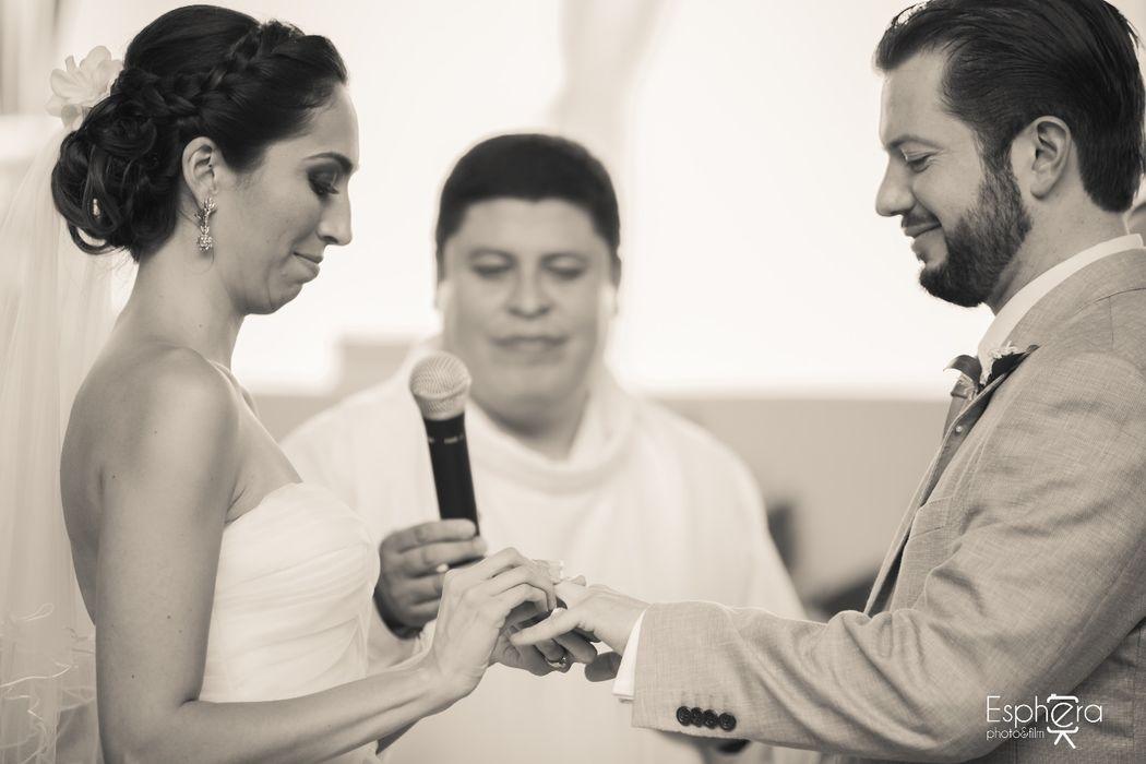MaríadelMar&Jesús Coordinación: Elsa Bohorquez Wedding & Event Planners Lugar: Cuernavaca, Morelos Foto: Esphera Photo&Films