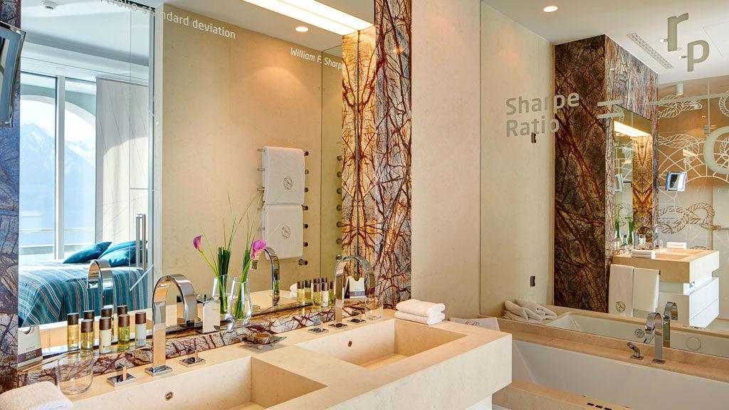 Beispiel: Badezimmer, Foto: Park Hotel Vitznau.