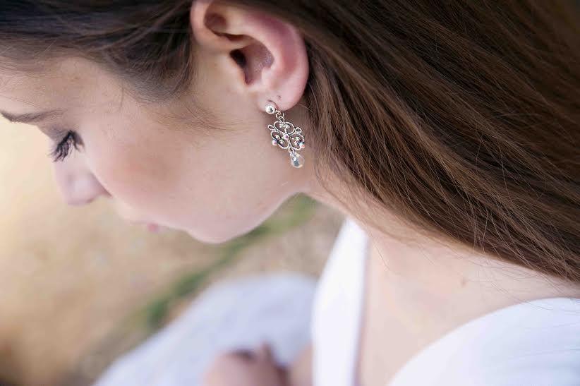 Boucles cristal - Photo Laurence A ce Moment-là - Robe Elise Martimort - Mise en beauté Audrey Coppens