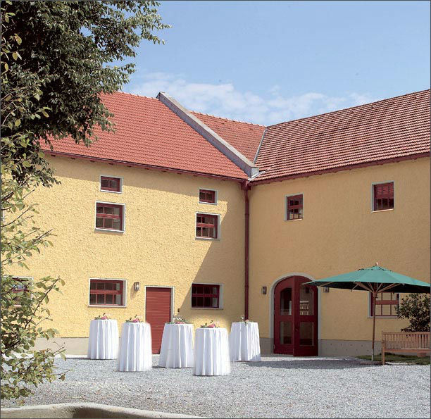 Beispiel: Innenhof, Foto: Gut Schwabhof.
