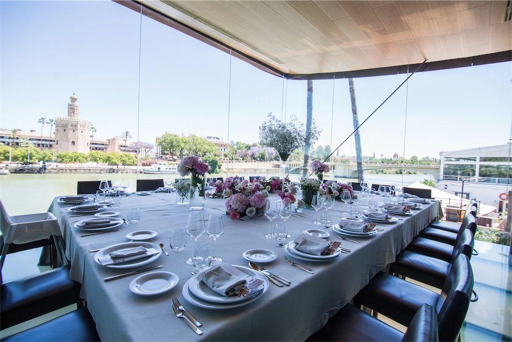 Mesa reservada vistas Torre del Oro Sevilla