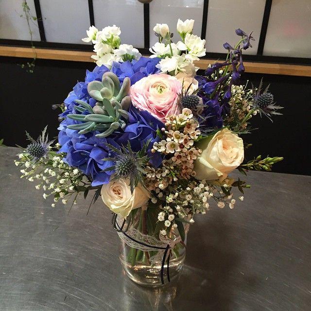 Bouquet de mariée coloré hortensias bleus