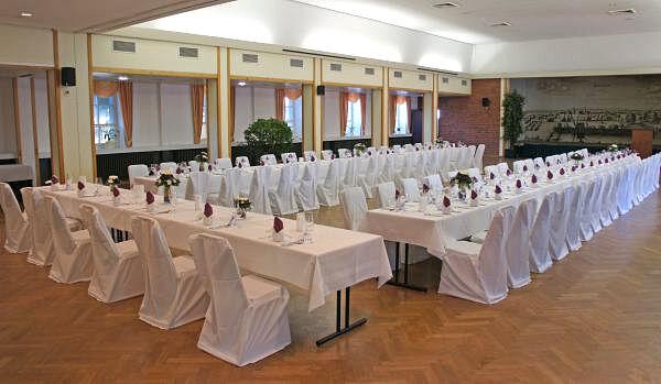 Beispiel: Festtagstafel, Foto: Hoffmannhaus Fallersleben.