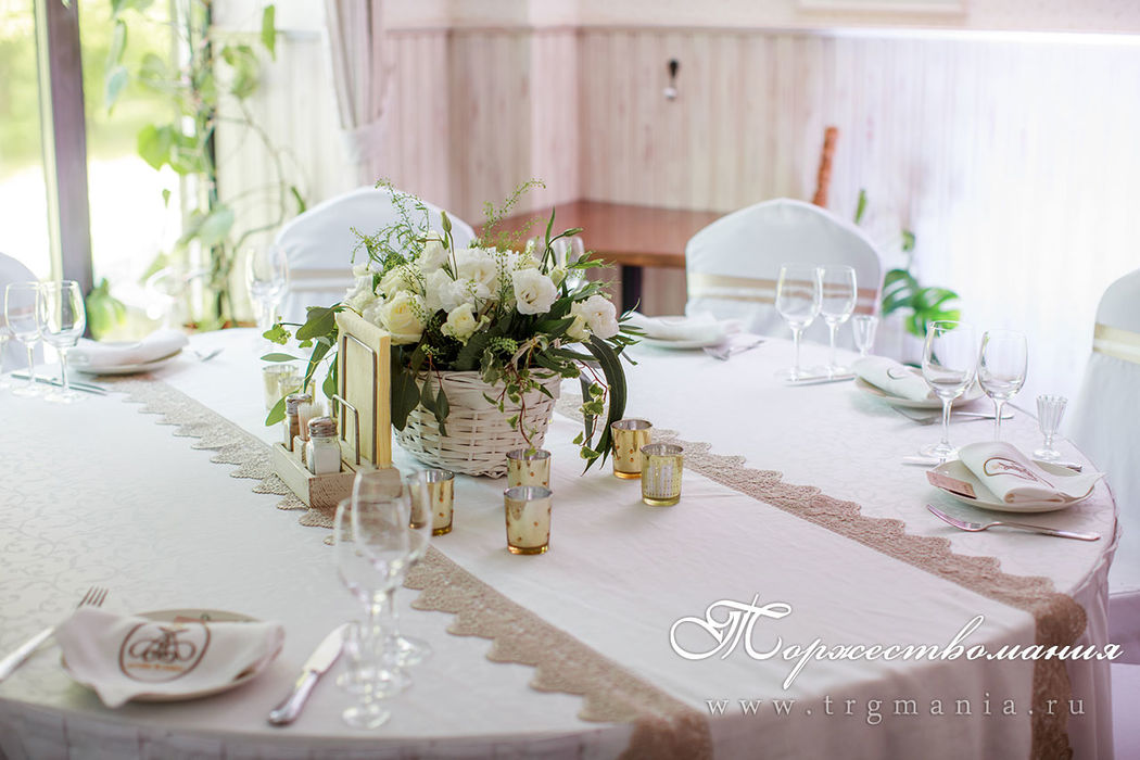Льняная ткань на столы гостей в рустикальном стиле