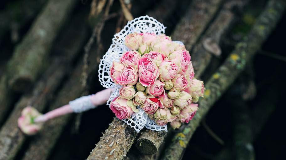 Beispiel: Hochzeits-Bouquet mit Rosen, Foto: Blumen Isabella.