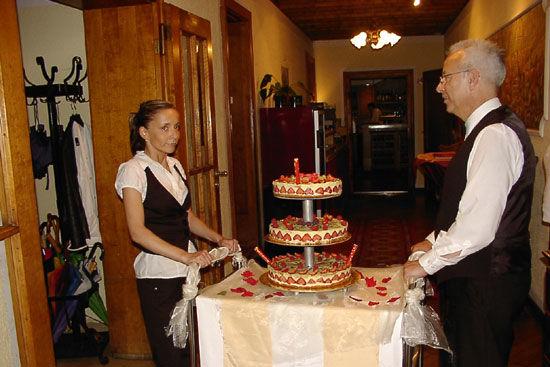 Beispiel: Hochzeitstorte, Foto: Landhaus Hubertus.