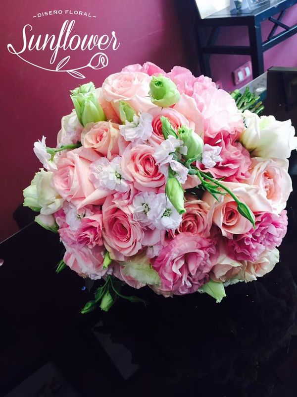 Ramo de rosas, lisianthus y aleli