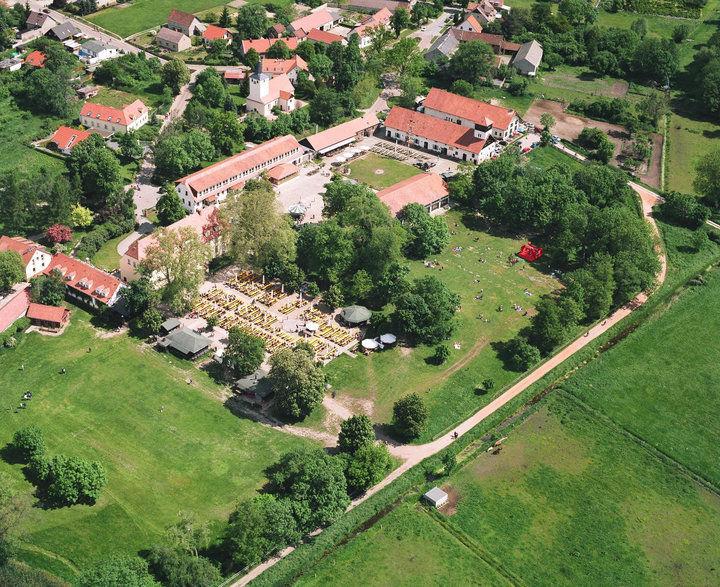 Beispiel: Schloss von oben, Foto: Schloss Diedersdorf.