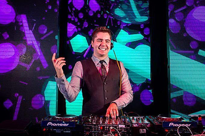 DJ Rodrigo Junqueira