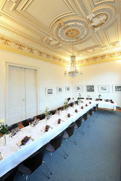 Beispiel: Goldener Saal, Foto: Restaurant Villa.