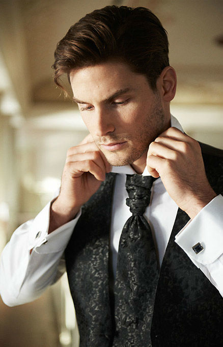 Beispiel: Mode für den Bräutigam, Foto: Hochzeitssalon Jereb.