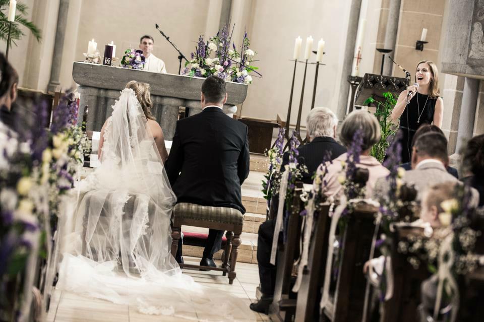 Beispiel: Gesangsbegleitung kirchliche Trauung, Foto: Rafaela Kloubert.