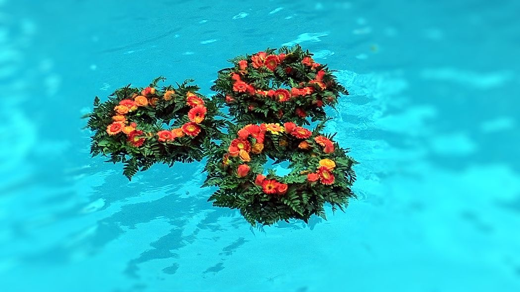 Fiori in piscina