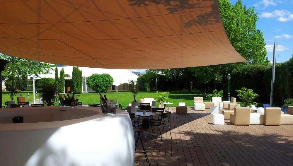 Terraza y jardines del Restaurante Hotel Don Carlos, Bodas Pamplona (Navarra)
