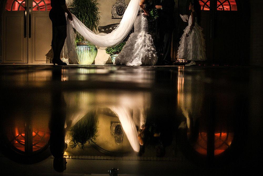 Entrada da noiva casamento ao anoitecer do campo. Foto Frankie Costa