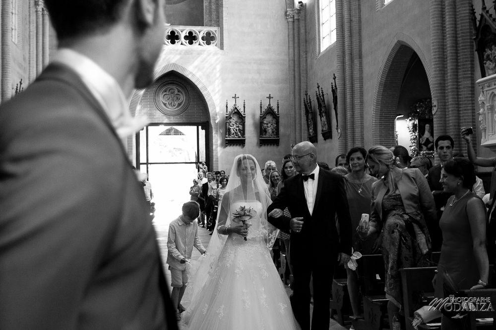 Entrée de la mariée à l'eglise ceremonie - Modaliza Photographe