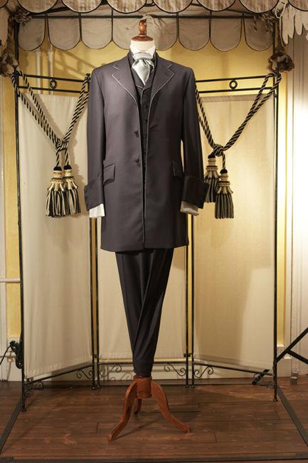 Beispiel: Langgeschnittener Anzug, Foto: Tripleaaa.