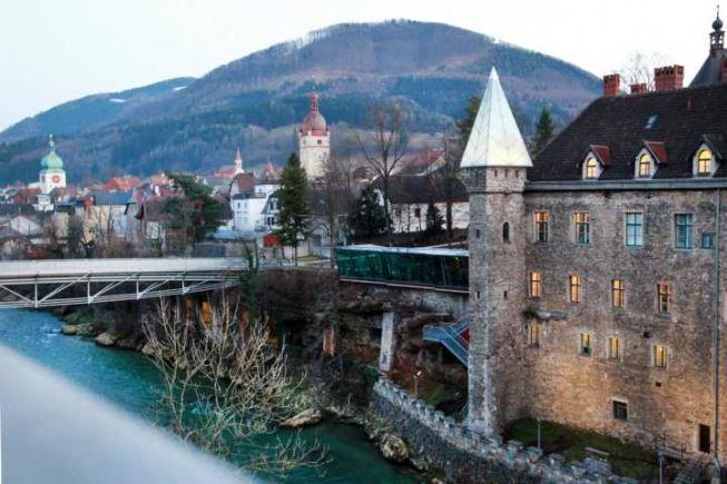 Beispiel: Außenansicht, Foto: Schlosshotel Eisenstrasse.