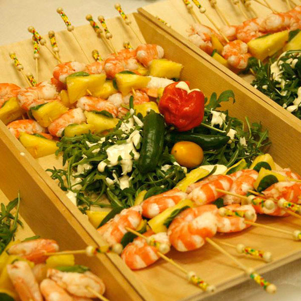 Blanco y Amarillo Catering