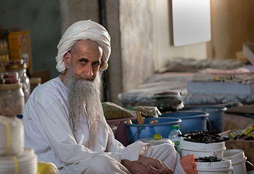 OMAN - anziano al mercato di Nizwa