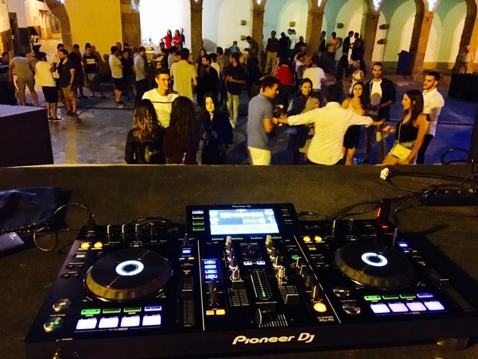 DJ Mikas