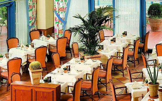 Beispiel: Ansicht vom Restaurant Allegro, Foto: Travel Charme Kurhaus Sellin.