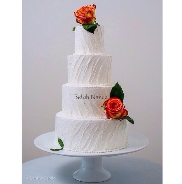 Bolo tradicional texturizado e clássico para casamentos