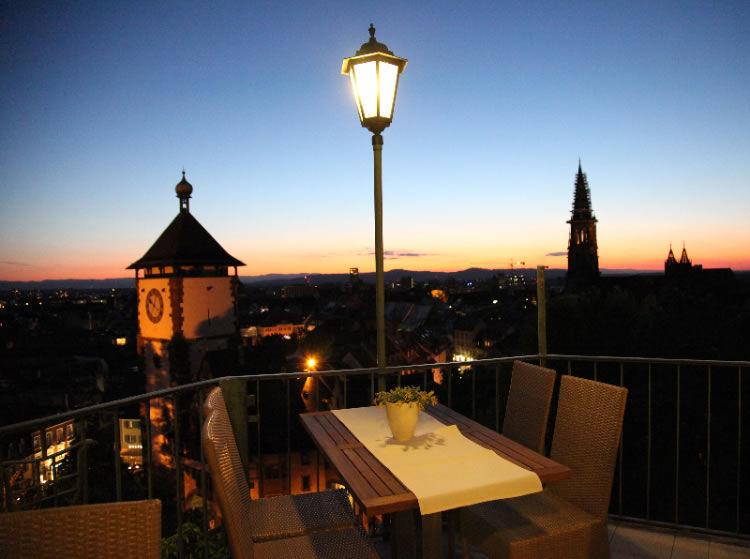 Beispiel: Terrasse bei Nacht, Foto: Greiffenegg Schlössle.