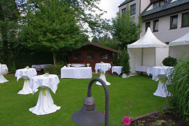 Beispiel: Empfang im Garten, Foto: Landhaus-Hotel Waitz.