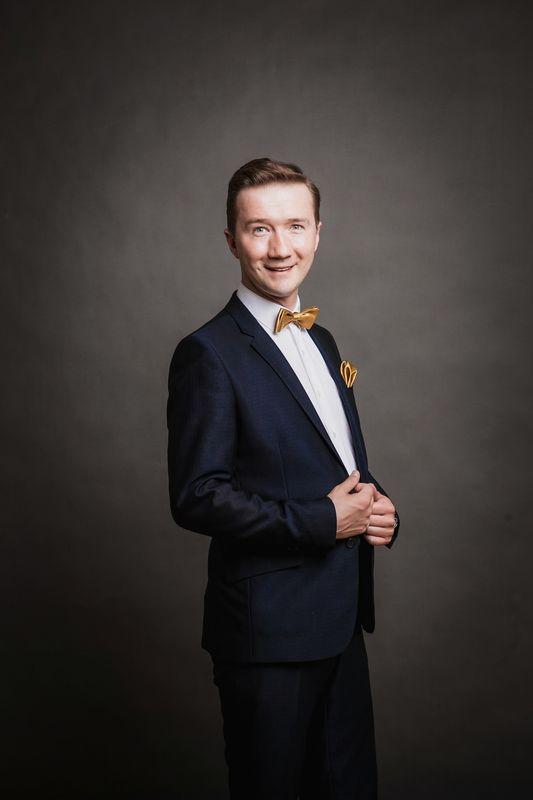 Ведущий Егор Томошевский