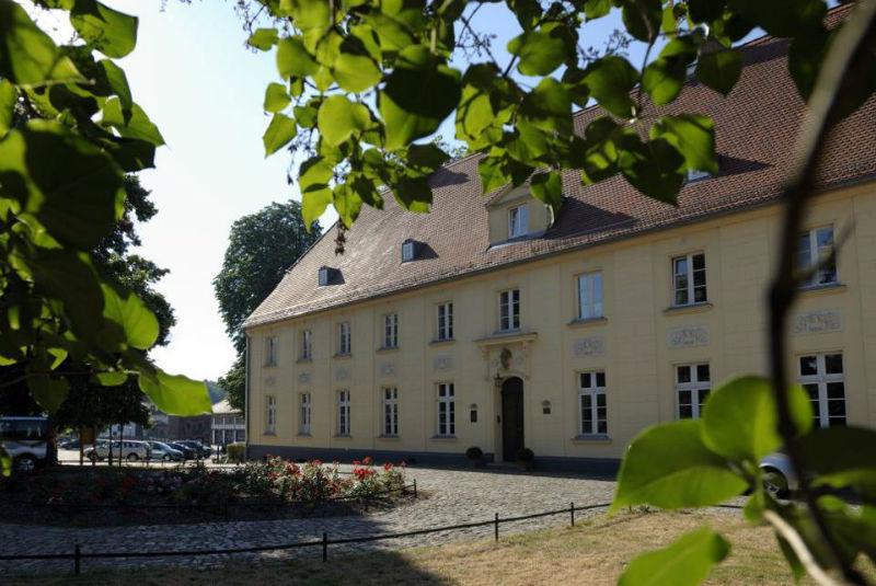 Beispiel: Schloss Hauptansicht, Foto: Schloss Diedersdorf.