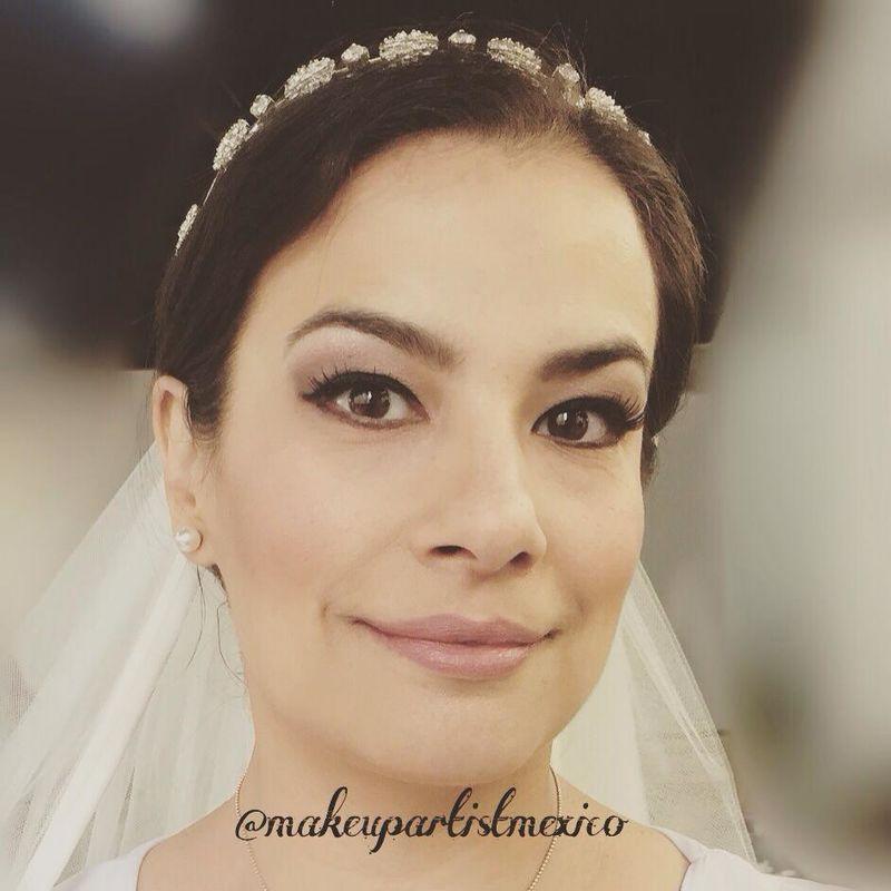 Luce como toda una modelo nosotros lo hacemos realidad. Makeup Artist México