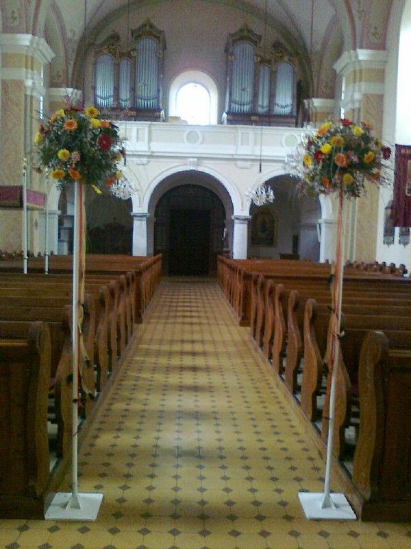 Beispiel: Dekoration der Kirche, Foto: Evis Blattwerk.
