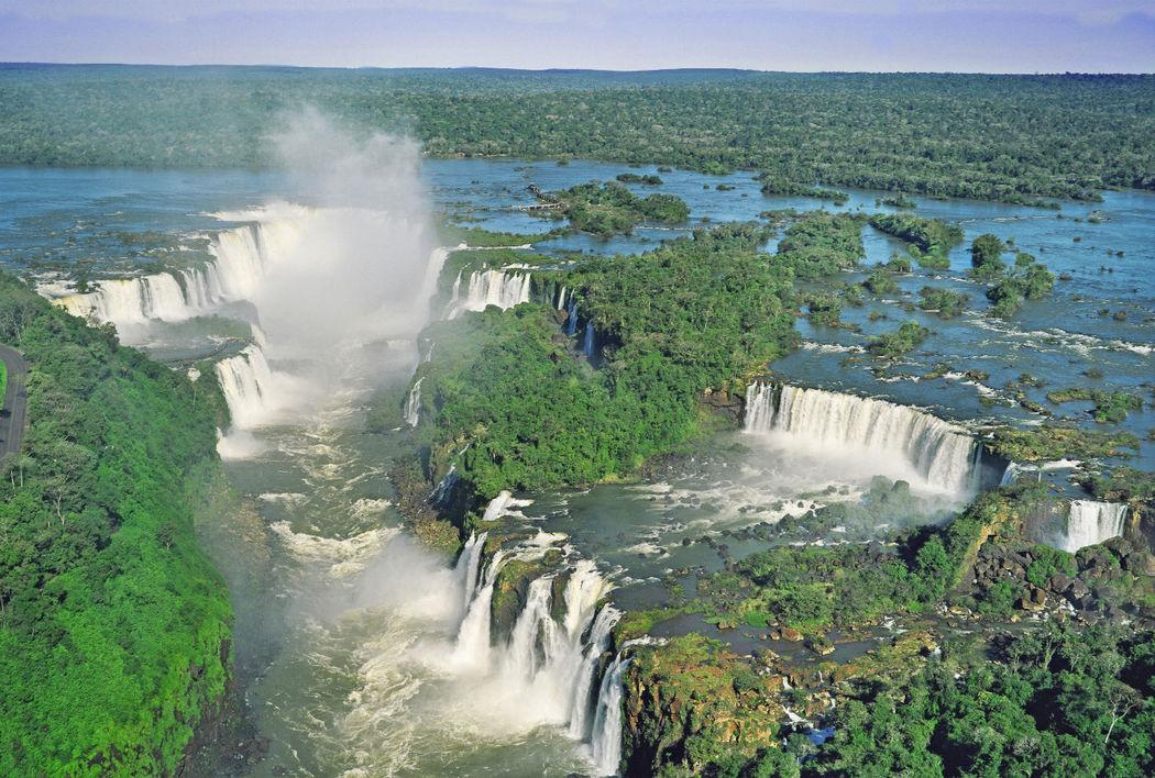 Les fameuses chutes d'Iguaçu, l'une des 7 merveilles naturelles du monde, patrimoine mondial de l'UNESCO