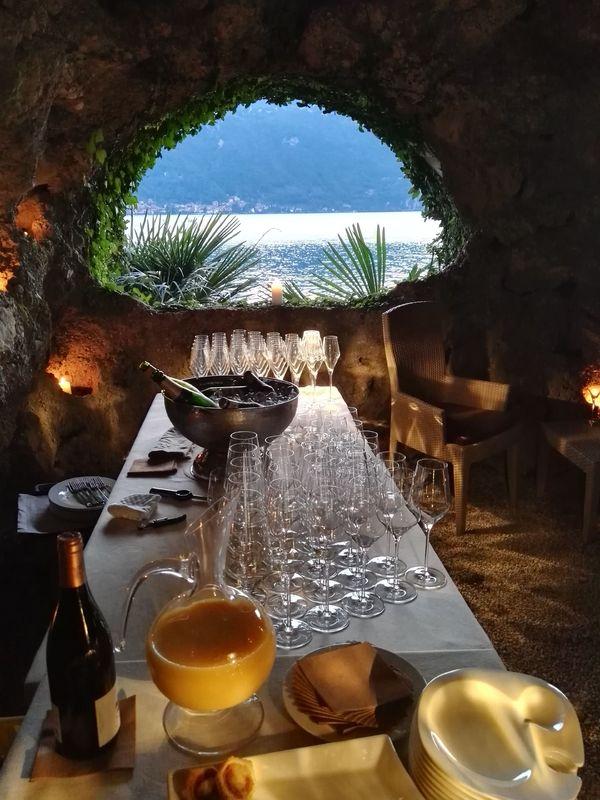 Buffet in grotta