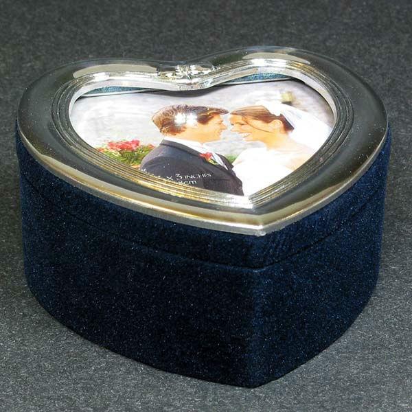 Beispiel: Ringdose mit Foto, Foto: Sweet Wedding Hochzeitsdekoration.