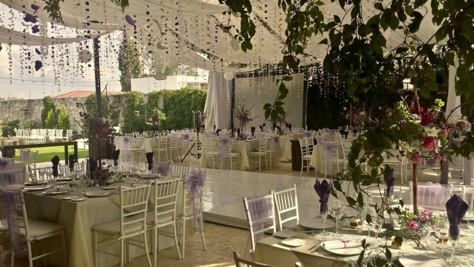 Banquetes Hacienda el Jaguey en Puebla- con pétalos colgantes