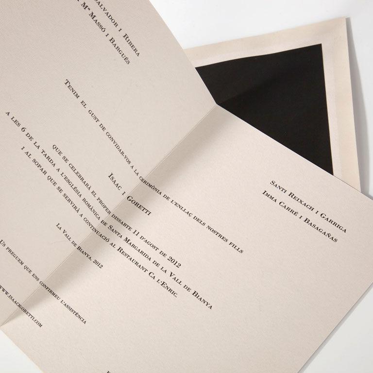 Invitación clásica con papepl neptuno y sobre forrado de negro