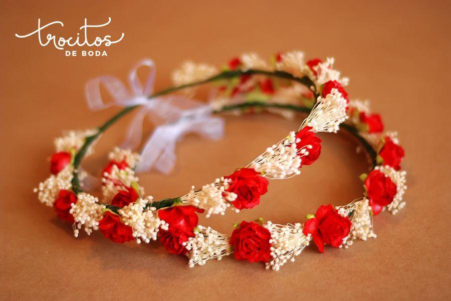 Corona de rosas rojas y paniculata