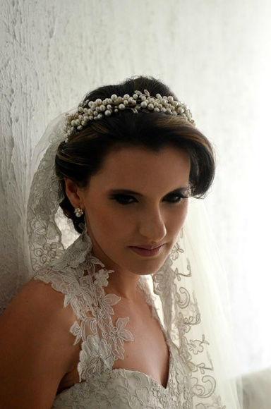 Tiara Eugenia, com detalhes em zirconias e aplicação de perolas de vidro *Preciosa Elements.  www.alessandragrinaldas.elo7.com.br