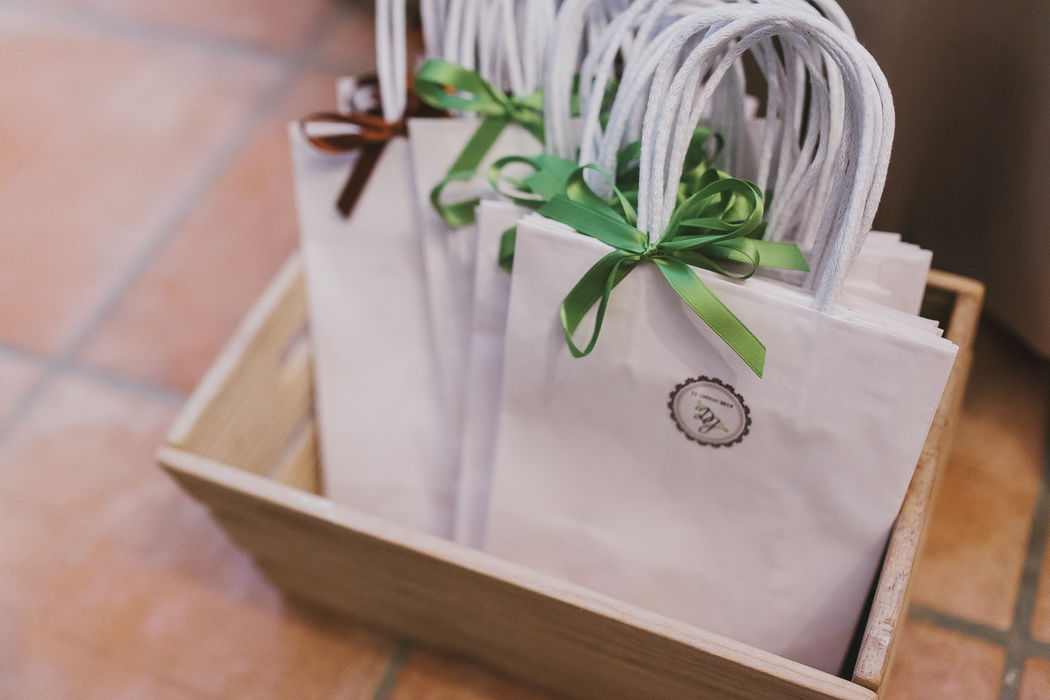Un must? Le Wedding bag per gli invitati.