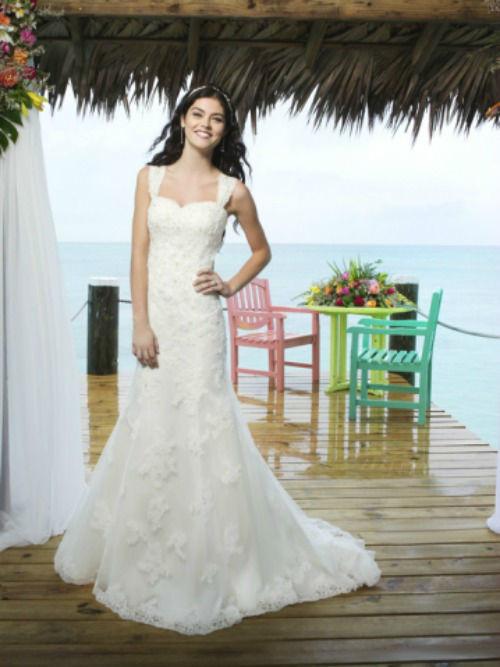 Beispiel: Brautmode, Foto: Modehaus Brautsalon Hufnagl.