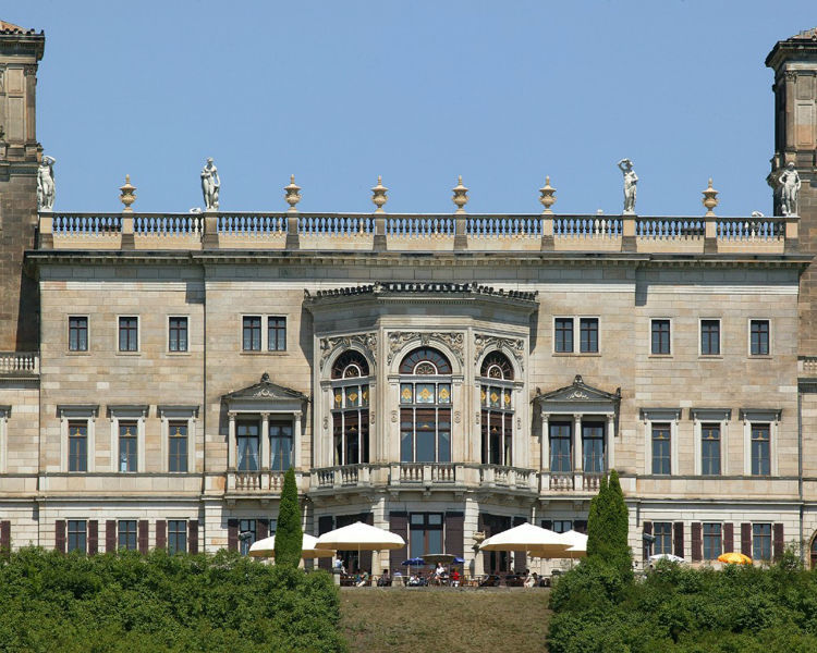Beispiel: Blick auf die Terrasse, Foto: Schloss Albrechtsberg.