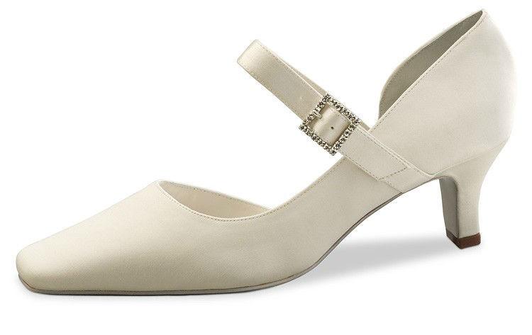 Beispiel: Schuhe für Bräute, Foto: Passion Dance.