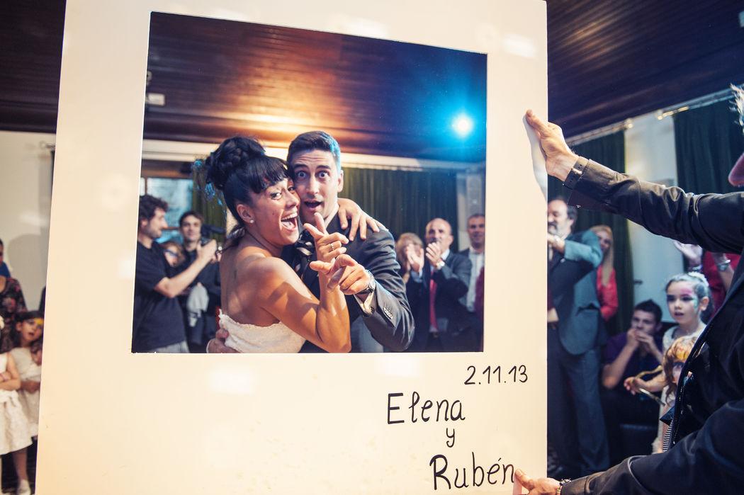Fiesta de la boda de Elena y Rubén en El Restaurante El Cenador de Amos en Villaverde de Pontones, Cantabria. London Studio