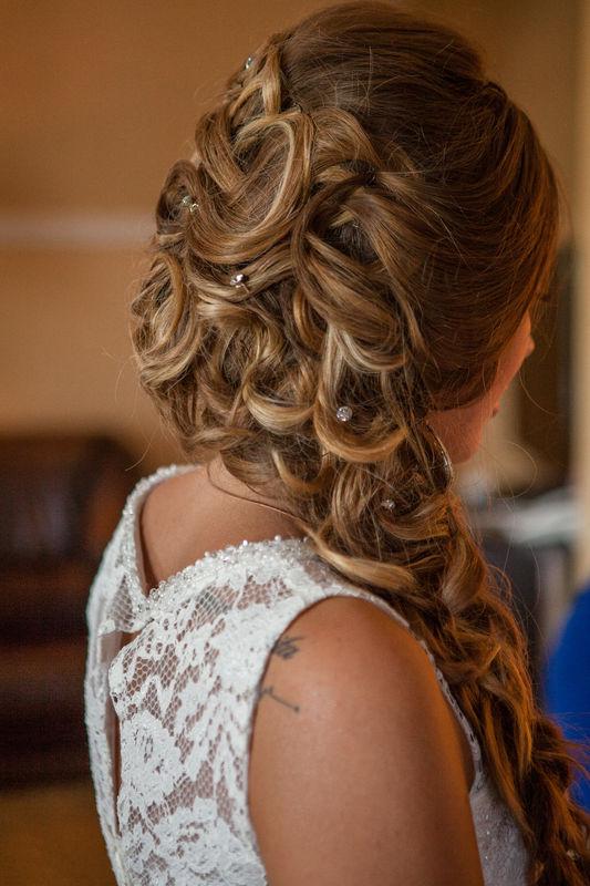 Людмила . Такого образа причёски популярны уже не первый год среди невест