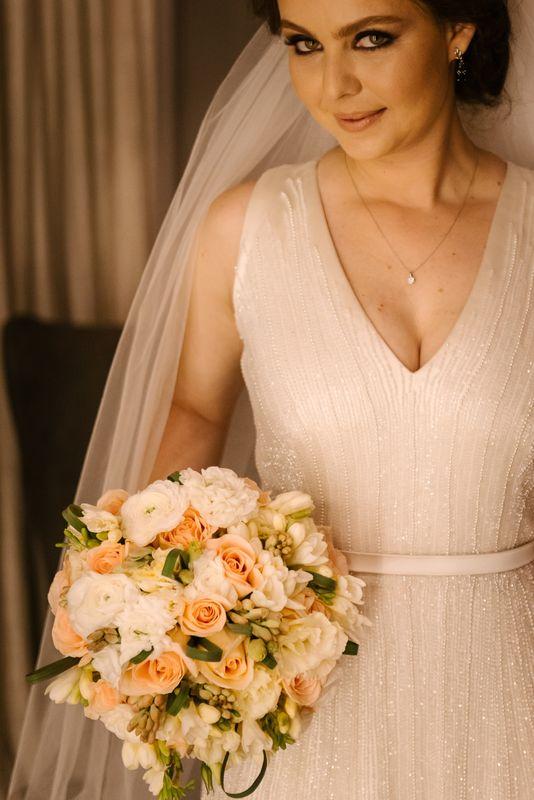 vestido de crepe com bordado em vidrilhos