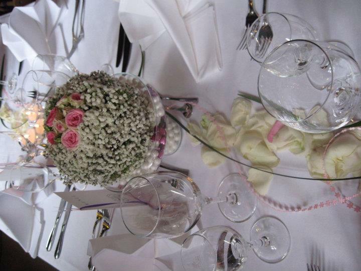 Beispiel: Tischschmuck, Foto: Blumen Kuhn Floraldesign.