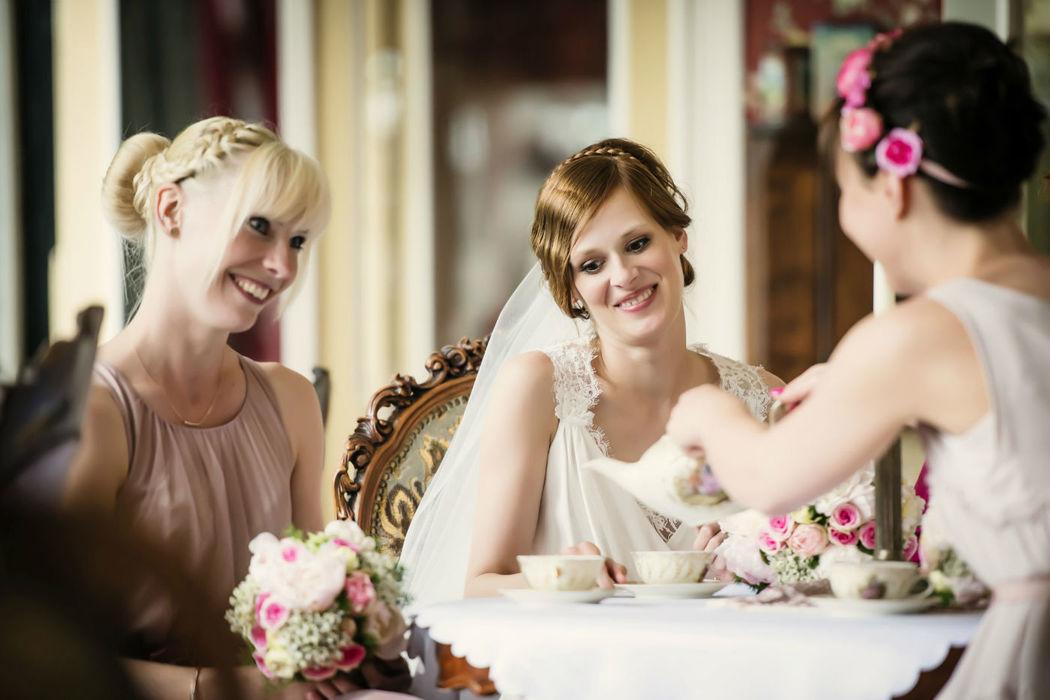 Beispiel: Braut mit ihren Brautjungfern, Foto: About Moments Photography.